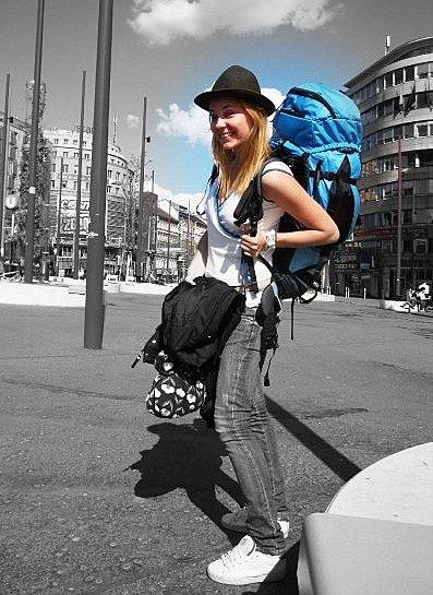Žena sama na cestách