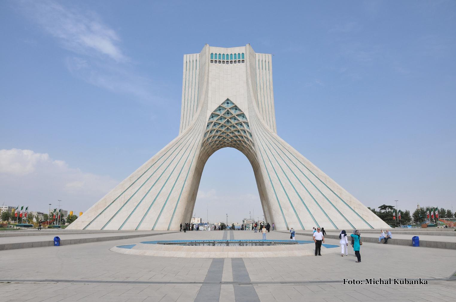 Teherán - pomník Azadi