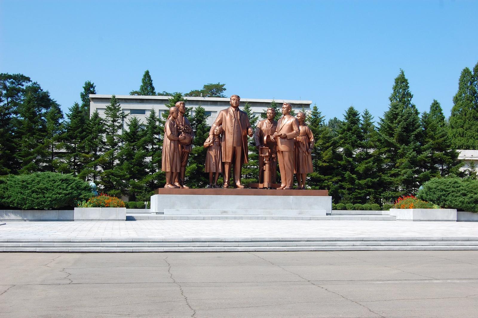 Pomníky nájdete všade v KĽDR