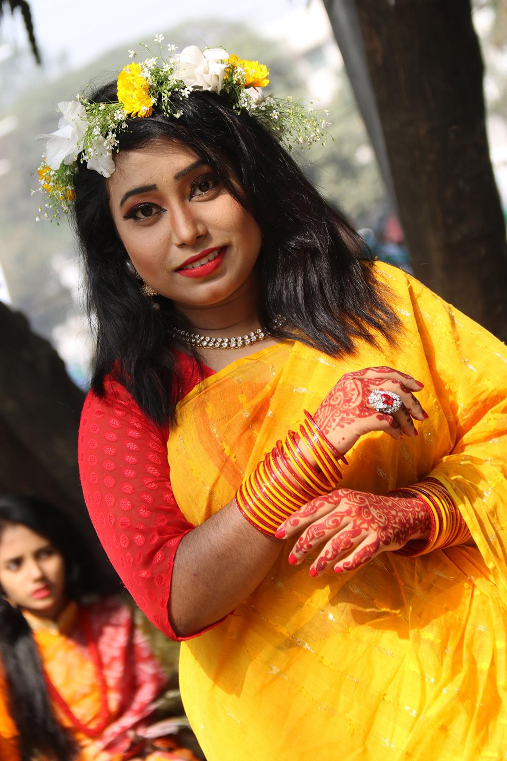 Červená a žltá - farby sviatku Pohela Falgun