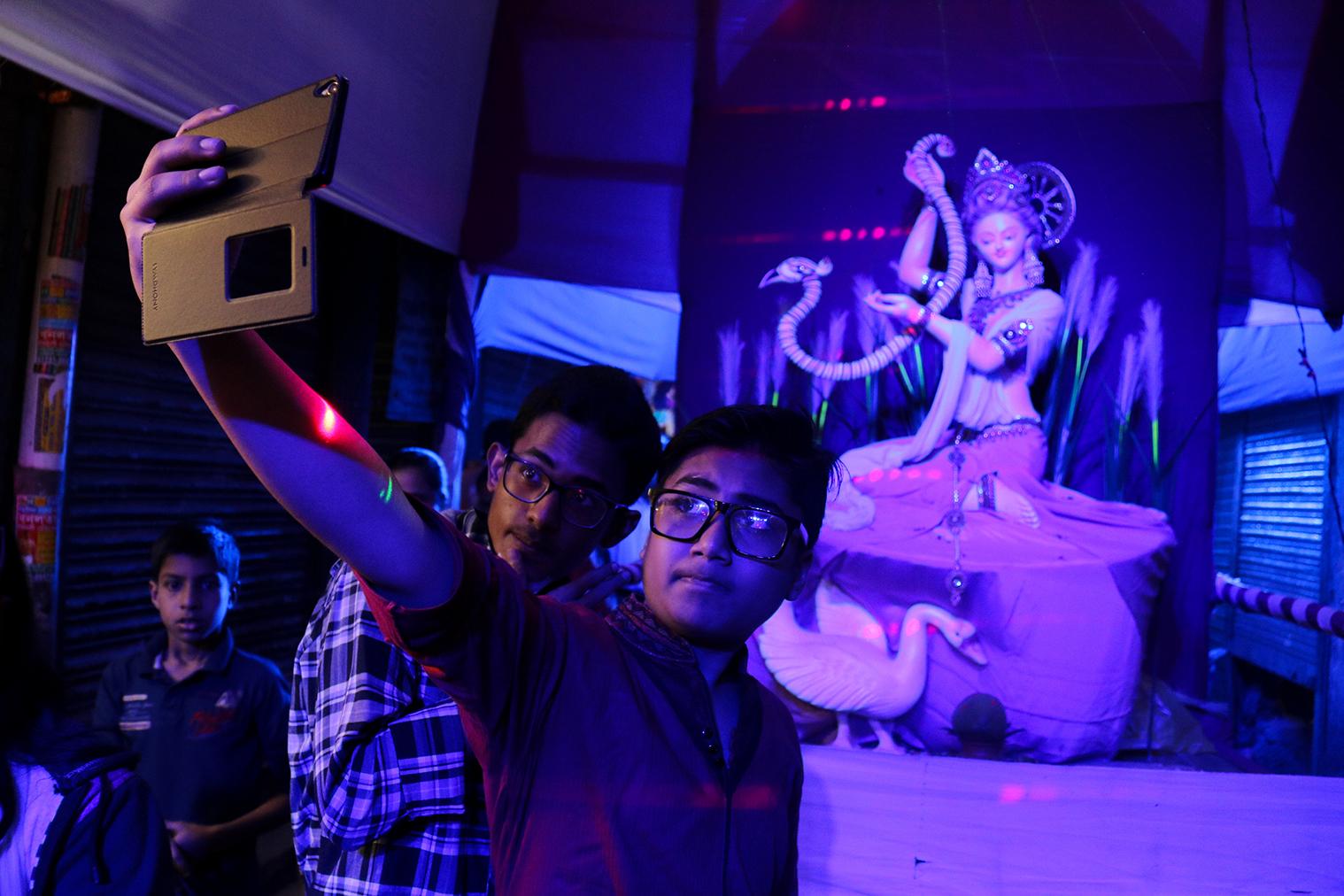 Kto by nechcel selfie so Saraswati Puja?