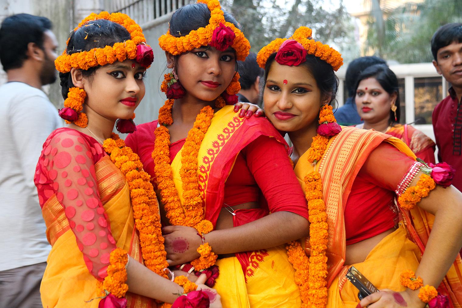 Dievčiny počas bengálskeho sviatku Pohela Falgun