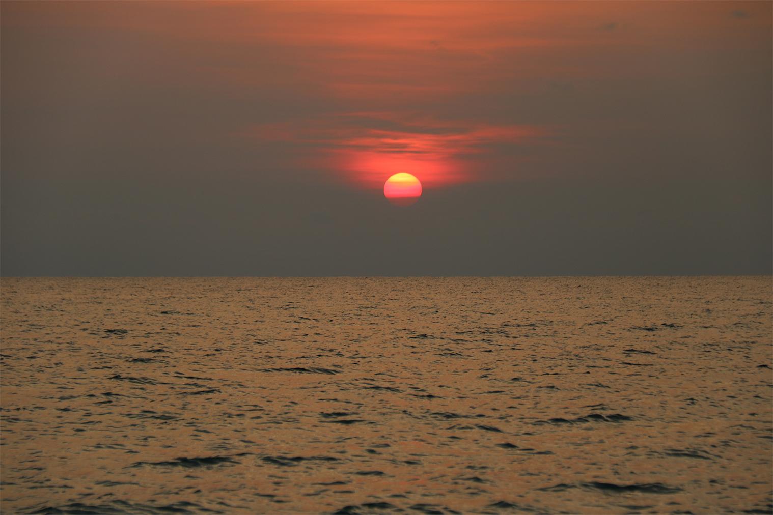 Západ Slnka pri pláži Soksan Beach, Koh Rong