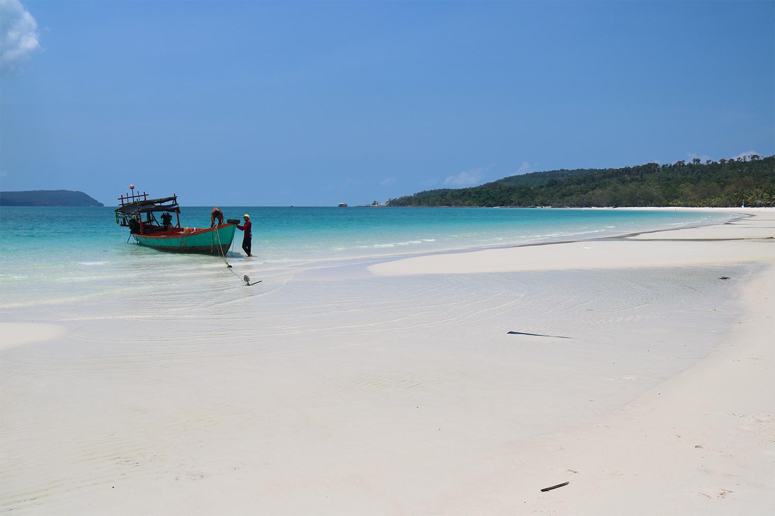 Biele pláže a tyrkysové more na ostrove Koh Rong