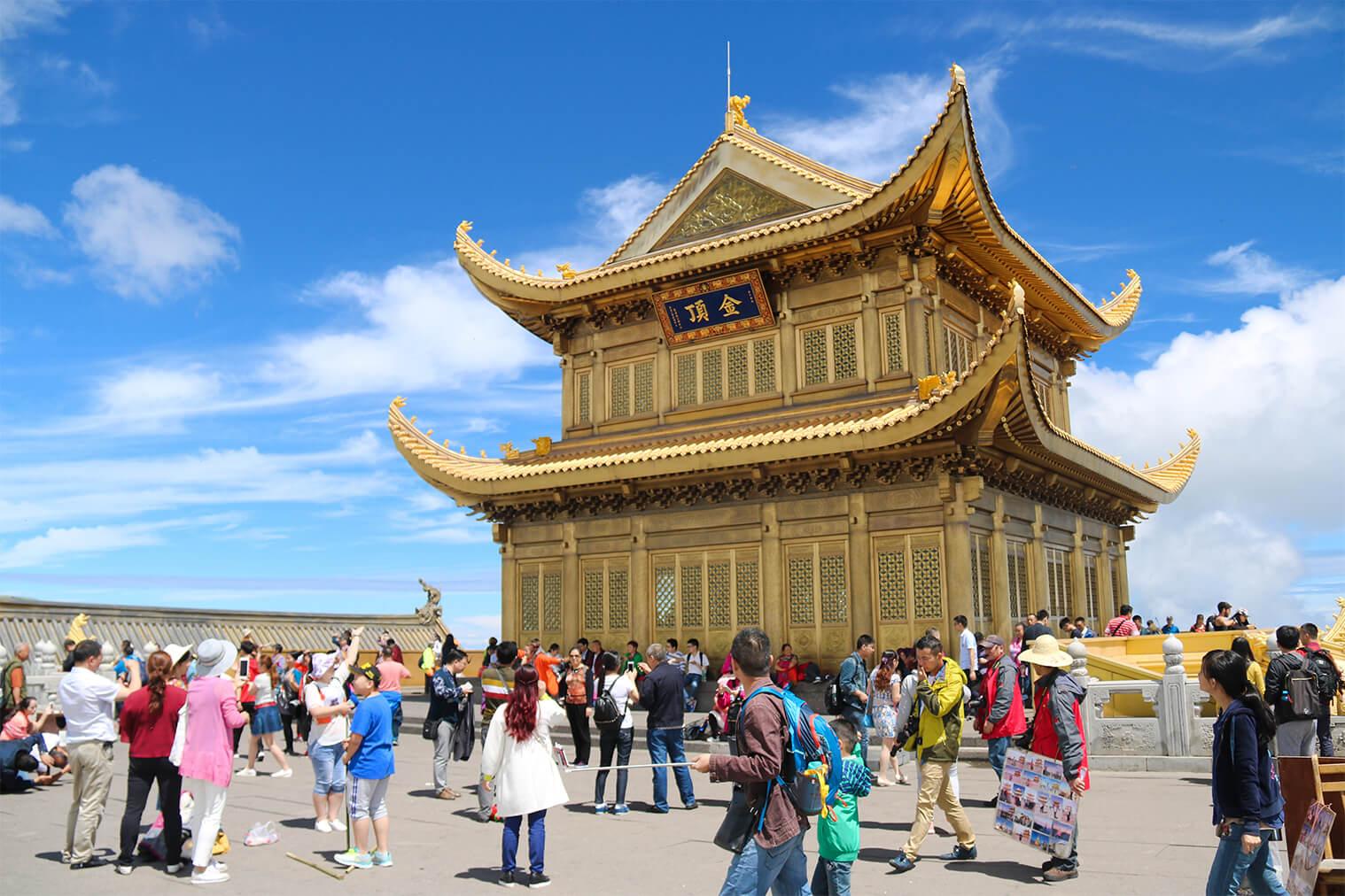 Golden Summit na posvätnej hore Emei Shan