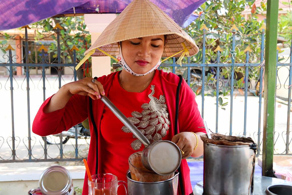 Laoská káva sa pripravuje...