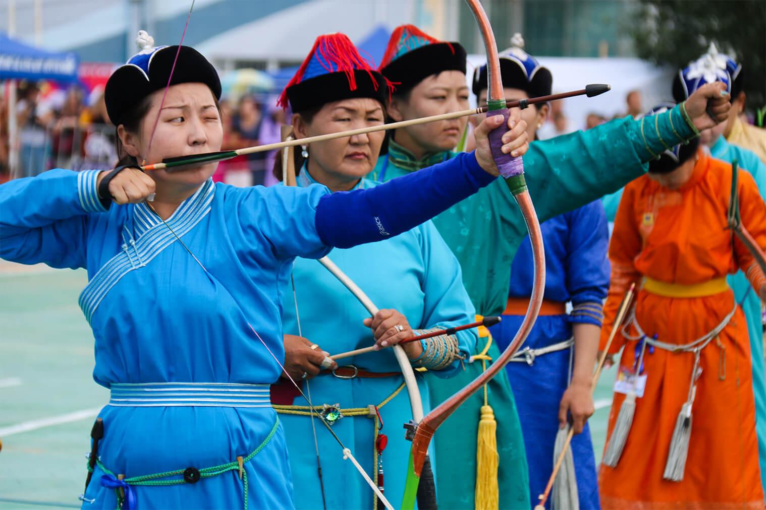 Lukostreľba žien počas festivalu Naadam