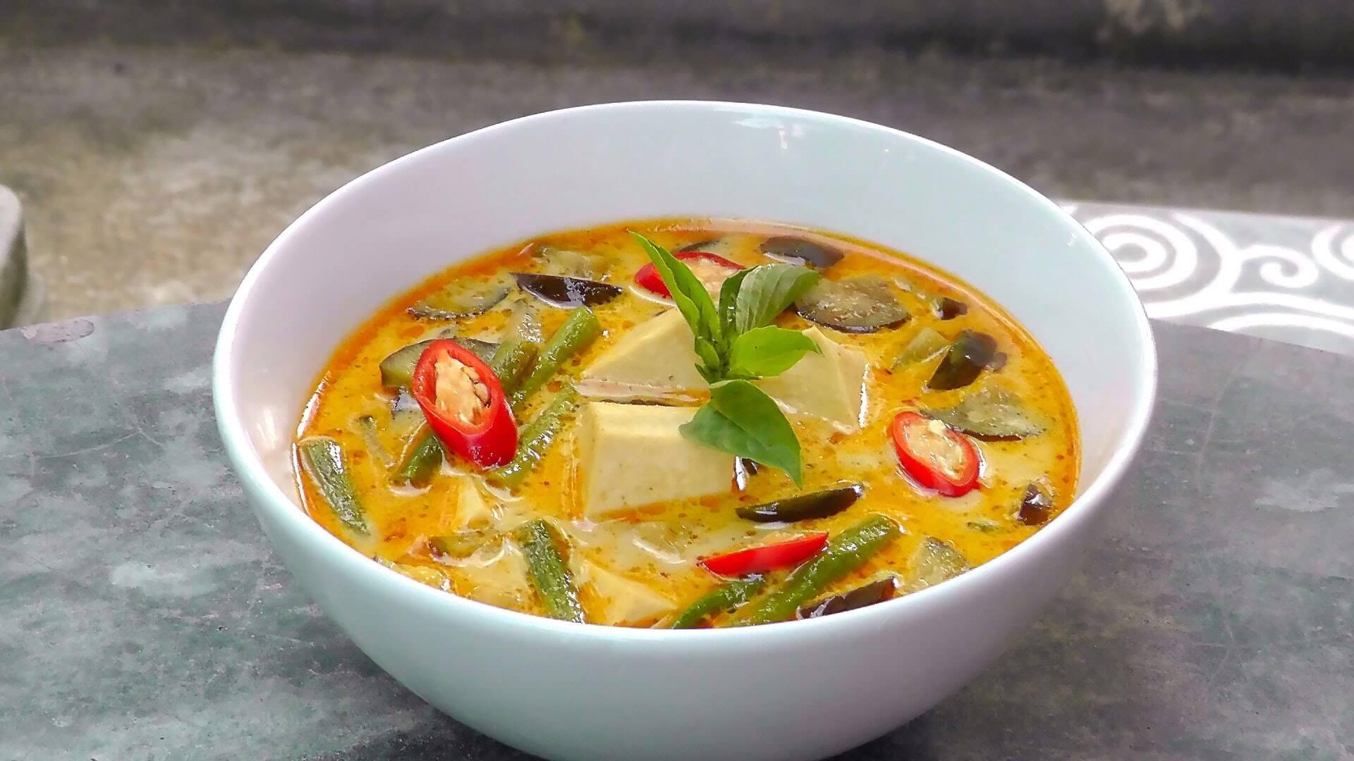 Kari s tofu (Zdroj: Youtube)