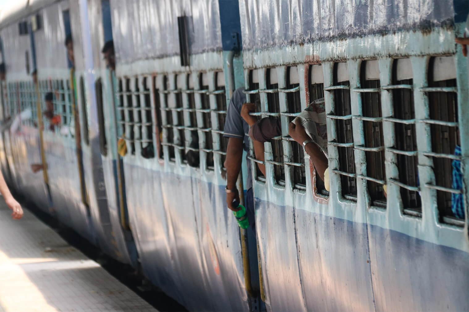 Indické vlaky sú zážitok
