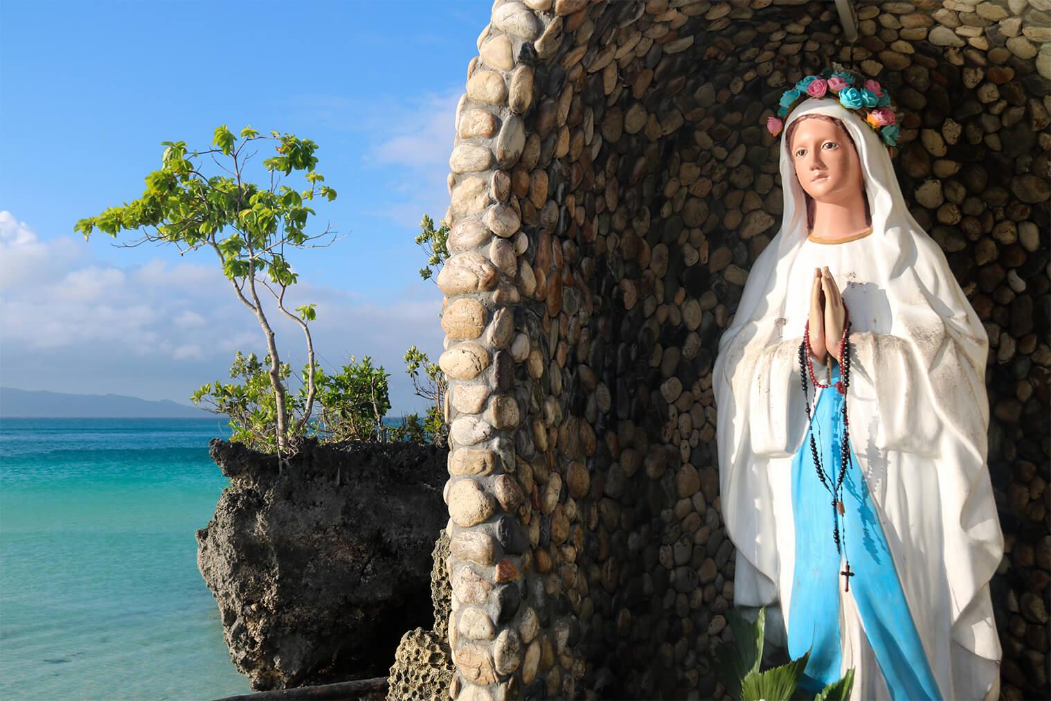 Na pláži ostrova Boracay