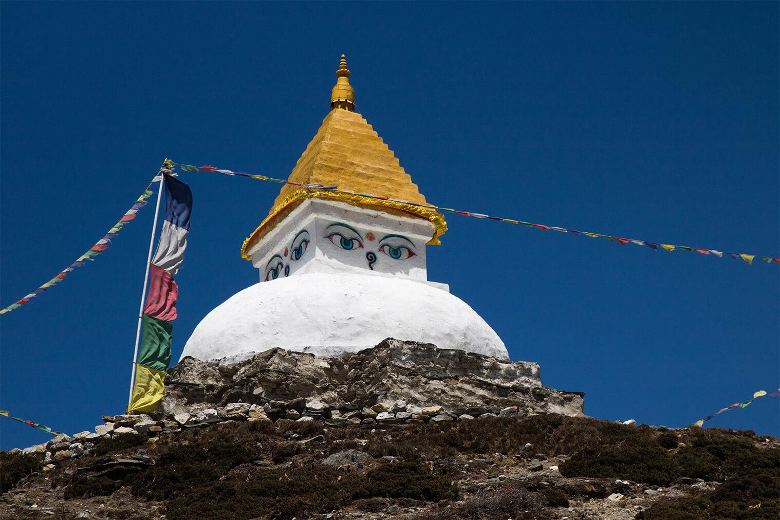 Stúpa pri dedine Dingboche (4400 m)