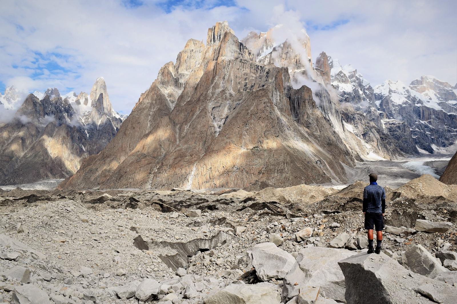 Počas treku do base campu K2 uvidíte aj majestátne Trango Towers