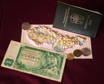 Cestovanie do zahraničia pred rokom 1989 alebo ako si získal všetky povolenia