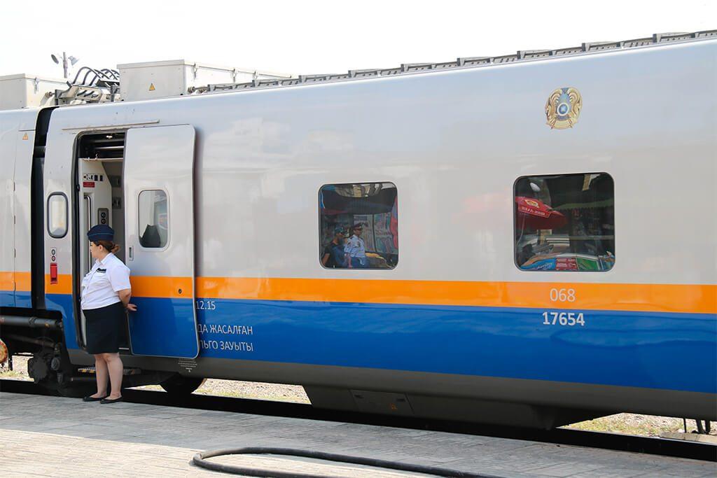 vlak na trase Astana - Almty